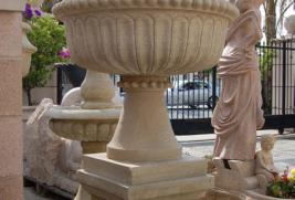 Y070– Urn & Pedestal -Beige Sandstone